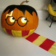 Omg yes!!! I'm so doing this to one of my pumpkins!!