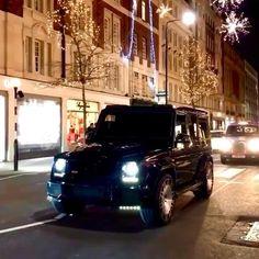 Heavily Spec'd Mercedes G-Wagon on London Street Mercedes G Wagon, Mercedes Benz G Class, Mercedes Amg, Best Luxury Cars, Luxury Suv, London Street, Modified Cars, Instagram, Photos