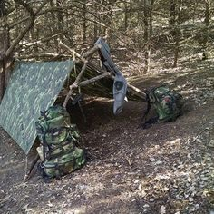 Casa de Terry Barney featuring the woodland camo Bushcraft USA tarp and Gregory SPEAR pack system. Survival Weapons, Apocalypse Survival, Survival Shelter, Wilderness Survival, Survival Gear, Survival Skills, Survival Stuff, Emergency Shelters, Bushcraft Gear