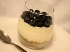 Desert la pahar - Carrefour-Pentru o viata mai buna Mai, Panna Cotta, Cheesecake, Pudding, Ethnic Recipes, Desserts, Food, Tailgate Desserts, Dulce De Leche