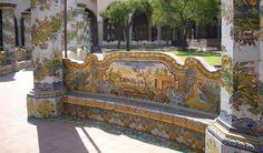 Lo sapevi che: Le maioliche del chiostro di Santa Chiara all' origine erano diverse?