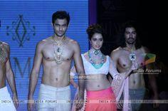 Shraddha Kapoor : India International Jewellery Week (IIJW) 2011 Day 4 at Hotel Grand Hyatt in Kalina, Mumbai