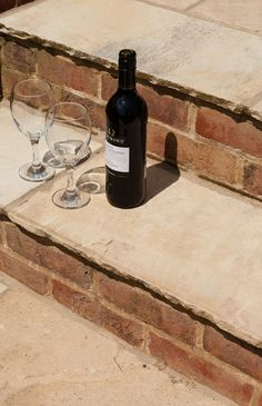 Mint sandstone paving stones have a soft and warm feel, with a mixture of light shades. Patio Steps, Brick Steps, Garden Steps, Cobblestone Paving, Sandstone Paving, Stepping Stone Paths, Paving Stones, Garden Floor, Garden Edging
