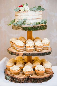 Autumn Wedding cake and Cupcakes #Etagere #autumnwedding #eukalyptus Foto by Kathrin Hester, germany