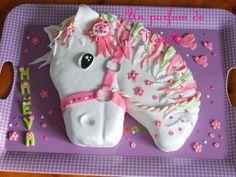 """Ce week-end, nous fêtions l'anniversaire de ma fille avec ces copains et copines à la maison et je me suis lancée dans la réalisation d'une tête de cheval ! Pour sa réalisation, Je me suis inspirée des chevaux réalisés dans la rubrique """"cheval"""" sur le..."""
