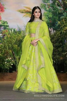What to Wear in an Indian Wedding – FashionVibes Indian Wedding Outfits, Indian Outfits, Indian Reception Outfit, Bridal Outfits, Western Outfits, Alia Bhatt Lehenga, Lehenga Choli, Lehnga Dress, Lehenga Style