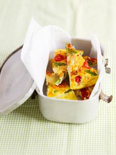 Tortilla mit Spargel und Käse | Zeit: 30 Min. | http://eatsmarter.de/rezepte/tortilla-mit-spargel-und-kaese