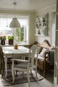 Sissel og Jostein hadde lenge drømt om et landlig liv Cosy Interior, Simple Interior, Interior Exterior, Interior Design Kitchen, Kitchen Decor, Scandinavian Home, Home Fashion, Home Kitchens, Living Spaces