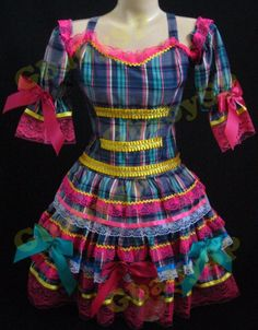 #caipiraluxo #xadrez #festajunina #caipira Frocks, Cold Shoulder Dress, Summer Dresses, Tops, Fashion, Party Crop Tops, Redneck Costume, Girls Dresses, Little Girl Clothing