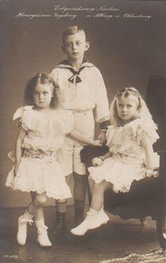 All sizes | Erbprinz Nikolaus von Oldenburg mit seinen Schwestern Altburg und Ingeborg | Flickr - Photo Sharing!