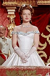 Imagen Empress Sissi, Vogue, Elisabeth, Beautiful Costumes, Classic Hollywood, Night Gown, Victorian, Gowns, Royals