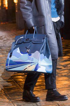 Hermes fall 2018 men's fashion show details - the impression Hermes Men, Hermes Bags, Hermes Handbags, Hermes Store, Men Fashion Show, Fashion Bags, Mens Fashion, High Fashion, Sac Birkin Hermes