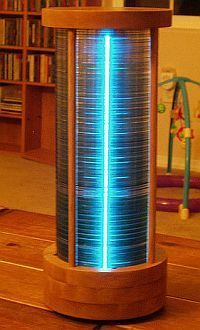 DIY CD stack lamp..... stop catchin those old cd's on fire and make them into a lamp! nice !!