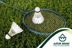 Badmintonul este un sport care stimuleaza aproape toata musculatura si dezvolta agilitatea. In timpul unei ore de badminton se ard pana la 300 de calorii. Daca ai posibilitatea sa il practici, badmintonul este un sport antrenant, care iti permite sa petreci mult timp in aer liber si sa te mentii in forma. Mai multe sfaturi pentru un stil de viata sanatos pe www.natur-house.ro