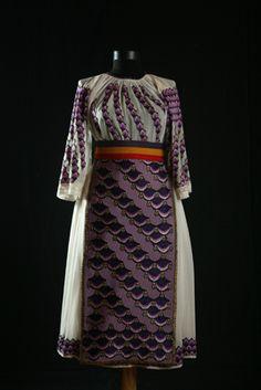 Mushroom Lights, Traditional Dresses, Kimono Top, Two Piece Skirt Set, Costumes, Folk Art, Anna, Tops, Women
