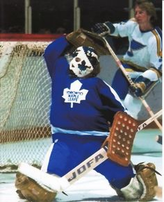 Mike Palmateer of the Toronto Maple Leafs Hockey Goalie, Hockey Games, Hockey Players, Maple Leafs Hockey, Blues Nhl, Goalie Mask, Leaf Logo, Toronto Maple Leafs, Leaves