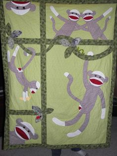 Sock Monkey Quilt, definitely doing this! Quilting Projects, Sewing Projects, Quilting Tips, Sewing Ideas, Sock Monkey Baby, Baby Quilt Patterns, Animal Quilts, Small Quilts, Applique Quilts