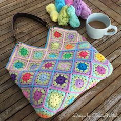 I call this bag my Happy bag! Small granny flower squares crocheted together to make one happy bag! Free pattern (translation button available) at BautaWitch. Crochet Bedspread Pattern, Crochet Baby Blanket Free Pattern, Baby Afghan Crochet, Granny Square Crochet Pattern, Crochet Squares, Crochet Patterns, Crochet Baby Costumes, Crochet Dog Clothes, Crochet Baby Boots