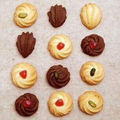 懐かしさを感じる絞り出しクッキー。卵白を使ってサックリ軽い焼き上がりに。 形によって雰囲気も変わるので、お好みの形に絞り出してオリジナルクッキーを作りましょう。