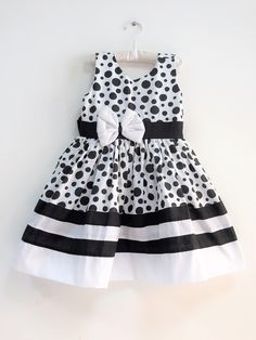 Girls Party Dress, Little Dresses, Little Girl Dresses, Baby Dress, Girls Dresses, Baby Girl Christmas Dresses, Kids Fashion, Toddler Fashion, Kids Gown