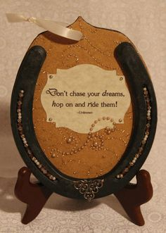 Horseshoes make great picture frames, key holders, and even benches. They also make great home decorations. There are so many ways to get creative with horseshoes. Horseshoe Projects, Horseshoe Crafts, Horseshoe Art, Horseshoe Ideas, Lucky Horseshoe, Western Crafts, Western Decor, Western Wedding Invitations, Horse Camp