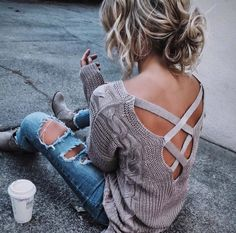 Really cool jumper, ripped jeans and scruffy hair! Classic cute look | Cool Casual Outfits 2017