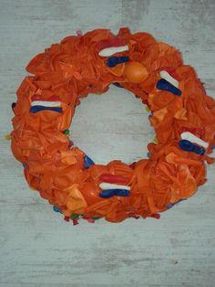 Mn wk koningsdag krans van ballonnen gemaakt