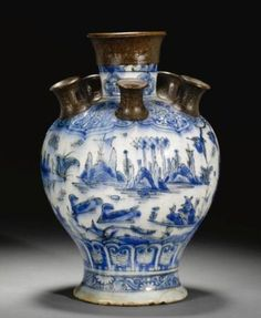 A safavid blue and white pottery tulip vase, Persia, 17th century. Photo Sotheby's