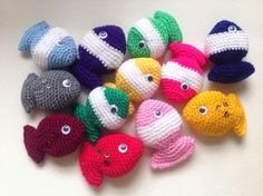 Lily Gets Crafty: Fish Candy - Free crochet pattern Crochet Cat Toys, Crochet Fish, Bag Crochet, Crochet Amigurumi, Amigurumi Patterns, Crochet Crafts, Crochet Dolls, Crochet Projects, Free Crochet