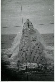 """Emergency ascent, so-called """"jump killer,"""" the German submarine U-427. The picture was taken through the periscope."""