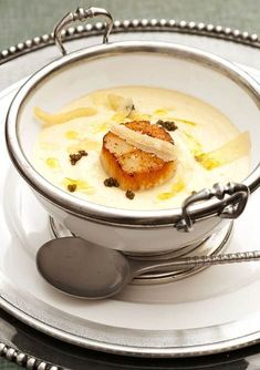Roasted Cauliflower Soup with Sea Scallops and Caviar Entertaining: Casual Dining in a Carriage House Seafood Recipes, Soup Recipes, Great Recipes, Cooking Recipes, Favorite Recipes, Cooking Tips, Cauliflower Soup, Roasted Cauliflower, Tasty