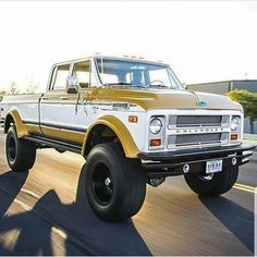 Chevy trucks aficionados are not just after the newer trucks built by Chevrolet. They are also into oldies but goodies trucks that have been magnificently preserved for long years. Gm Trucks, Diesel Trucks, Cool Trucks, Pickup Trucks, Dually Trucks, Lifted Trucks, 67 72 Chevy Truck, Classic Chevy Trucks, Chevrolet Trucks