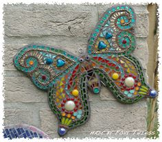 Such a pretty Butterfly! Mosaic Artwork, Mosaic Wall Art, Mosaic Diy, Mosaic Garden, Mosaic Crafts, Mosaic Projects, Mosaic Rocks, Mosaic Stepping Stones, Mosaic Glass