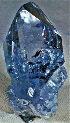 Celestine (Celestite): The mineral celestine information & pictures Minerals And Gemstones, Rocks And Minerals, Blue Crystals, Stones And Crystals, Gem Stones, Large Crystals, Cool Rocks, Mineralogy, Crystal Magic