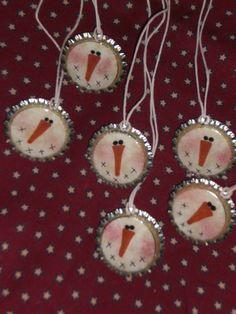 bottle cap snowmen ornaments - I'm thinking pendants Christmas Ornament Crafts, Snowman Crafts, Christmas Snowman, Christmas Projects, Winter Christmas, Holiday Crafts, Christmas Decorations, Bottle Cap Crafts, Bottle Caps
