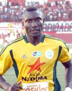 El camerunés Albert Ebossé, jugador de 24 años, muere en Tizi-Uzu tras recibir una pedrada de su propia hinchada