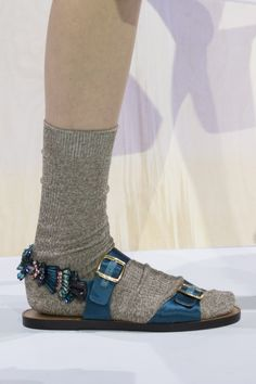 Anya Hindmarch Fall 2017 Fashion Show Details - The Impression