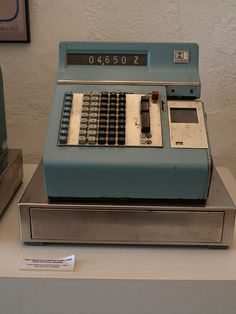 Vintage Cash Register, Cash Machine, Weird Cars, Call Backs, When I Grow Up, Vending Machine, Vintage Country, Vintage Recipes, Grocery Store