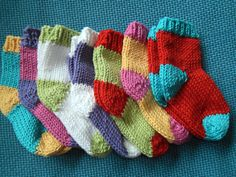 Pattern suggests buying 7 balls of yarn and make a gift box of 7 sets of the same sock using one main and one contrast color.