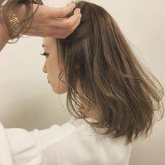 めくると出てくるハイライト✨. アッシュが抜けるとキレイなベージュになります. . #shima #shima_daikanyama  #hair #color #styling  #highlights #ハイライト #アッシュ #コバルトアッシュ  #グレージュ #ベージュカラー