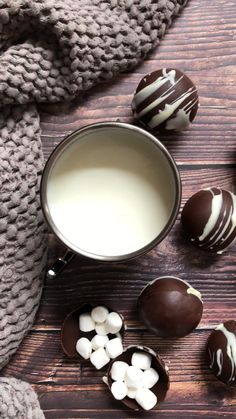 Sweet Recipes, Vegan Recipes, Peppermint Meringues, Chocolate Bomb, Love Is Sweet, Diy Food, Cool Kitchens, Delicious Desserts, Sweet Treats