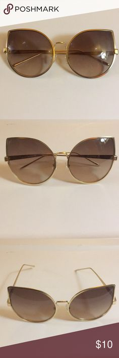 Diva Sunglasses These huge wide eyed sunglasses make a very big statement. Really make your outfit pop with these babies! Gold frame UV400 protected. Super stunner shades for sure. Accessories Sunglasses