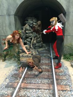 San Diego Comic Con 2014 Poison Ivy and Harley Quinn by jodipayneart and Alexandria Payne #sdcc #comiccon  #harleyquinn #poisonivy #dccomics #cosplayheronie #costumes #thewalkingdead