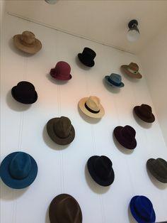 Hoeden ophang systeem, hoedenhaken, schilderij ophangsysteem. Eigen ontwerp en uitvoering