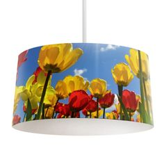 Lampenkap Tulpen   Bestel lampenkappen voorzien van digitale print op hoogwaardige kunststof vandaag nog bij YouPri. Verkrijgbaar in verschillende maten en geschikt voor diverse ruimtes. Te bestellen met een eigen afbeelding of een print uit onze collectie. #lampenkap #lampenkappen #lamp #interieur #interieurdesign #woonruimte #slaapkamer #maken #pimpen #diy #modern #bekleden #design #foto #tulp #tulpen #bloemen #geel #rood #nederland #holland #tulpenveld #lente #natuur