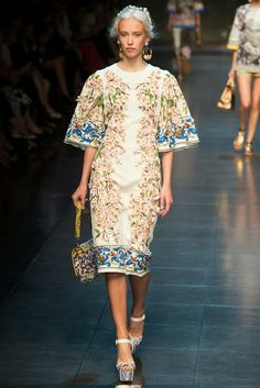 www.fashion-isha.com #dolce&gabbana #dolceandgabbana, #springfashion #baroque #gold #lace #fur #flowers #floral #runway #shop
