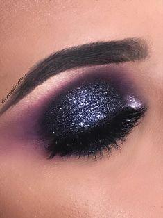 #eyemakeup #eyeshadow #eyelaahes makeup by @kiarasavinonmua #glitter #smokeyeye #makeup #eyes #makeupartist #night