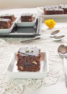 Negresa de post Brownies, Romanian Food, Raw Vegan, Donuts, Food And Drink, Cooking Recipes, Pudding, Sweets, Cookies