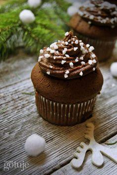 kakaowe muffiny z czekoladowym kremem i wiśniami