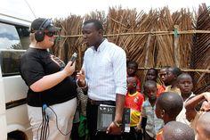 Tansaniassa Sami Helle näytti paikallisille radiotoimittajille mallia haastattelemalla kylän opettajaa. Olisiko ollut ensimmäinen kerta, kun kehitysvammaiset henkilöt tekivät kehitysyhteistyötä? Malta, Fashion, Tanzania, Moda, La Mode, Fasion, Fashion Models, Trendy Fashion
